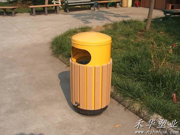 公园垃圾桶